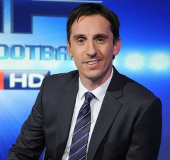 Gary Neville Signs for EA Sports
